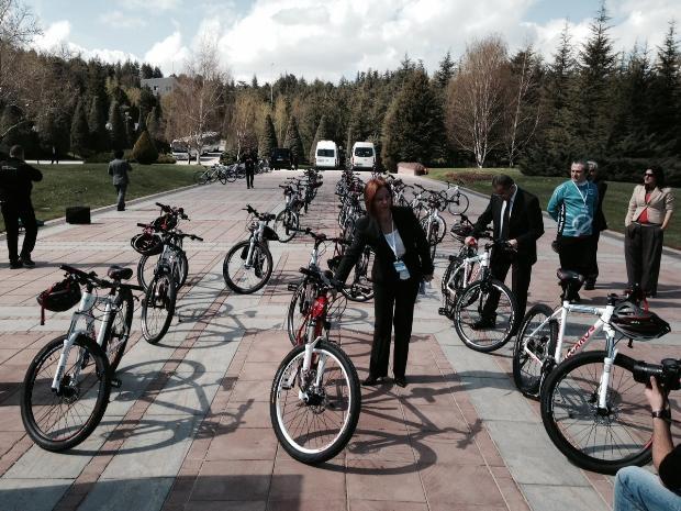Cumhurbaşkanı Abdullah Gül bisiklete bindi 13