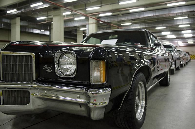 Klasik Amerikan ve İtalyan otomobilleri bir arada 1