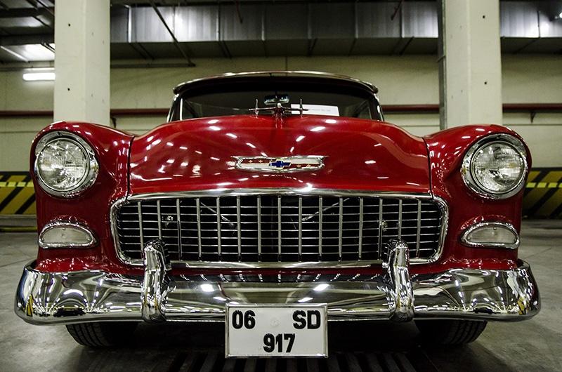 Klasik Amerikan ve İtalyan otomobilleri bir arada 11