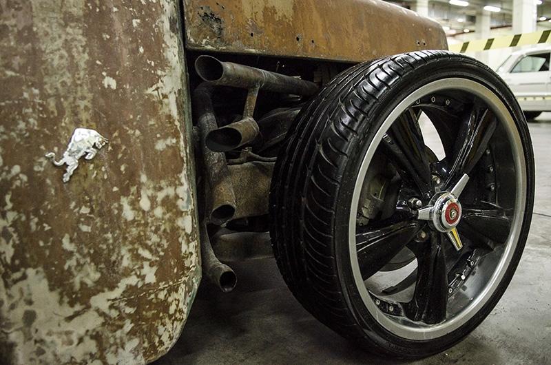 Klasik Amerikan ve İtalyan otomobilleri bir arada 12