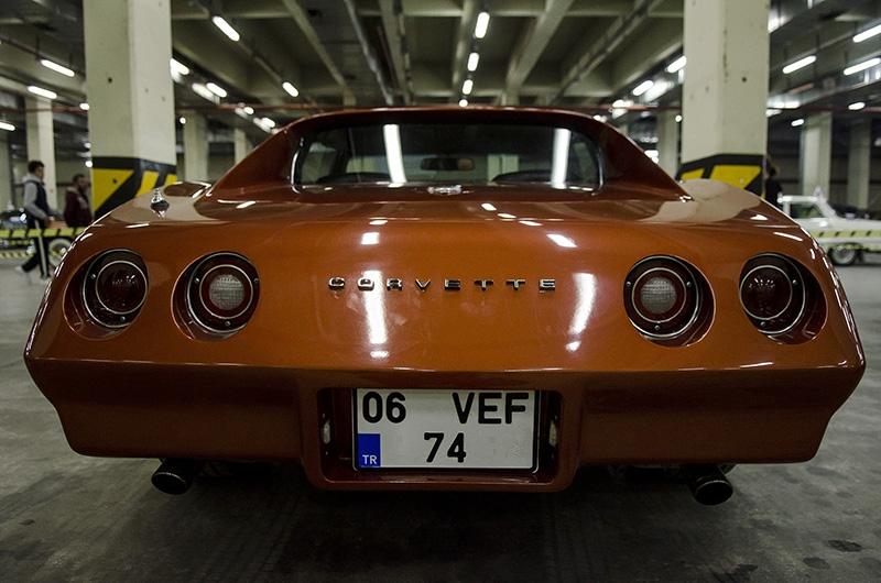 Klasik Amerikan ve İtalyan otomobilleri bir arada 16