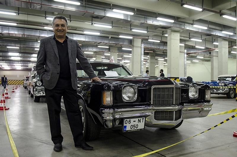 Klasik Amerikan ve İtalyan otomobilleri bir arada 3
