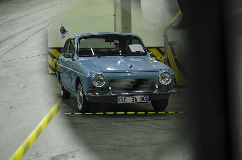 Klasik Amerikan ve İtalyan otomobilleri bir arada 4