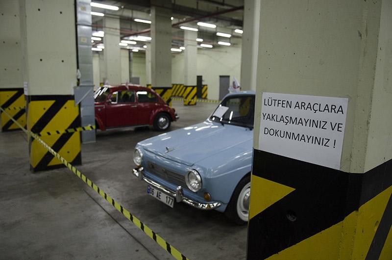 Klasik Amerikan ve İtalyan otomobilleri bir arada 5