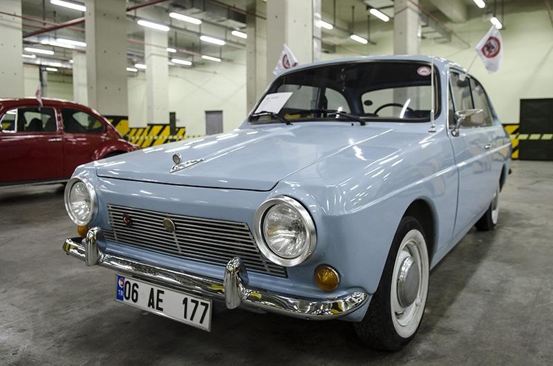 Klasik Amerikan ve İtalyan otomobilleri bir arada 6
