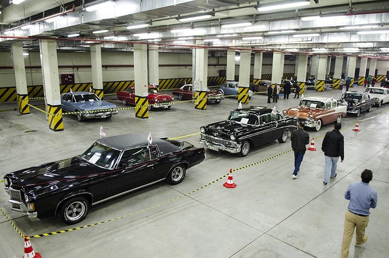 Klasik Amerikan ve İtalyan otomobilleri bir arada 8