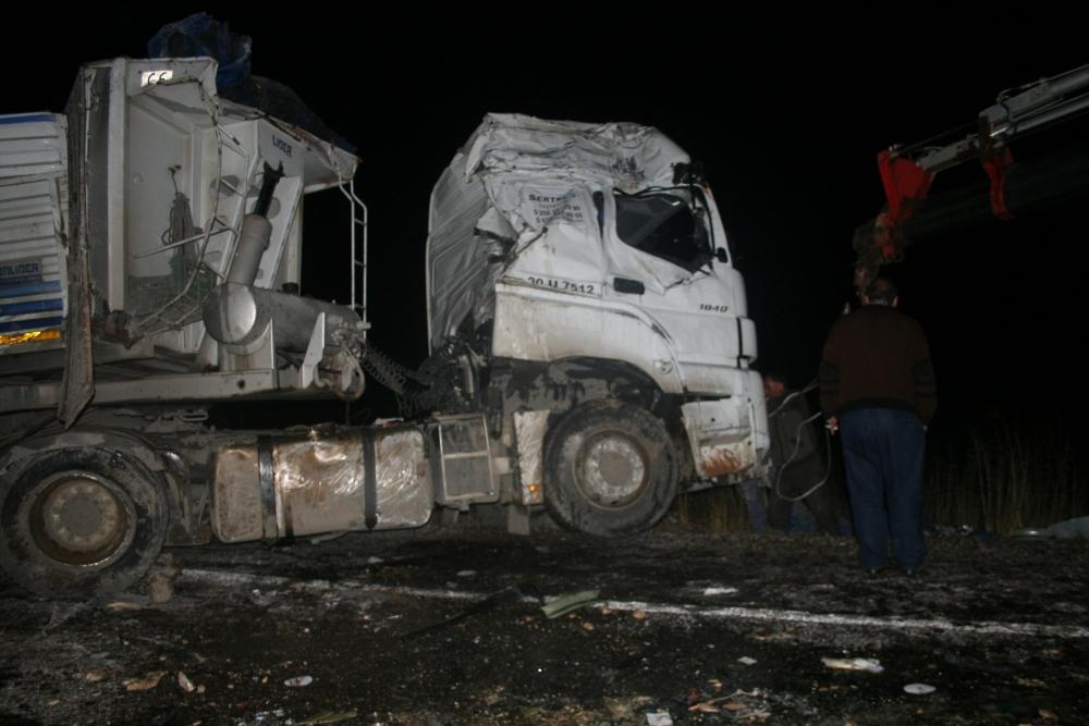 Konya'da TIR devrildi 1 Yaralı 1