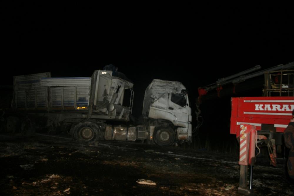 Konya'da TIR devrildi 1 Yaralı 2