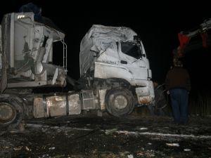 Konya'da TIR devrildi 1 Yaralı