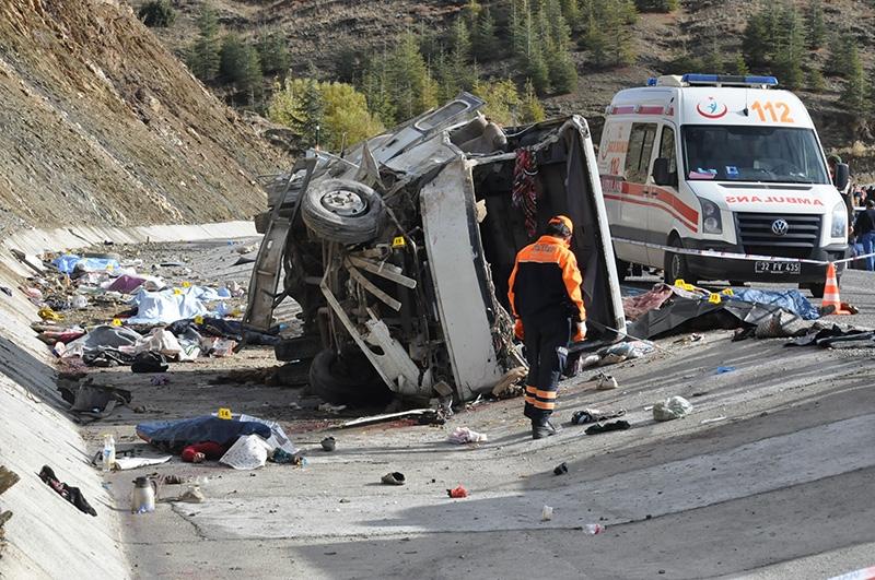 Feci kazada 16 ölü 32