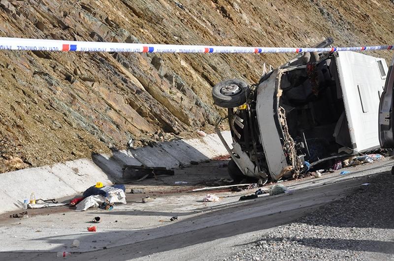 Feci kazada 16 ölü 34
