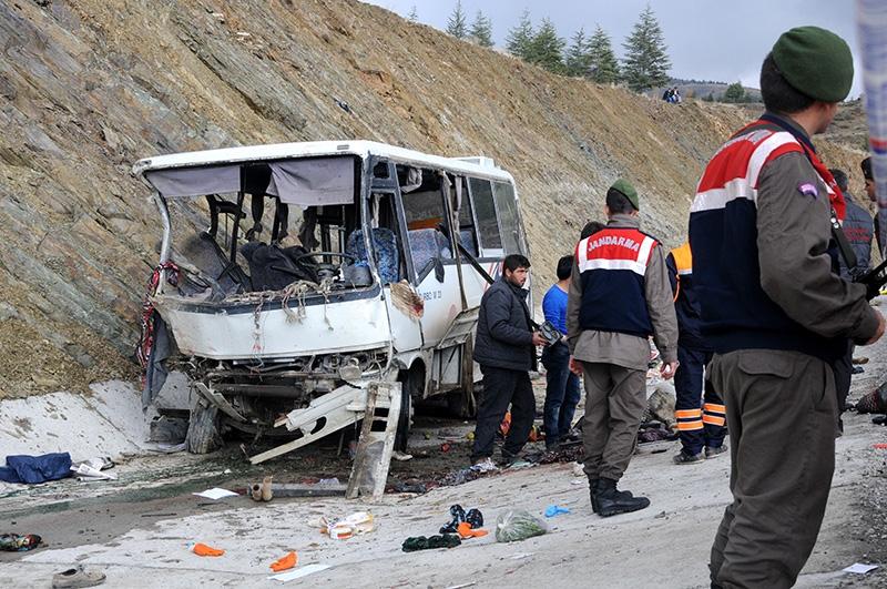 Feci kazada 16 ölü 38