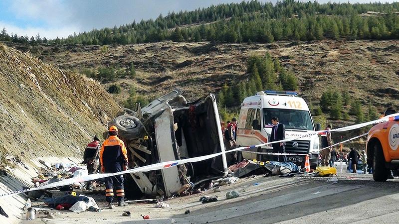 Feci kazada 16 ölü 8