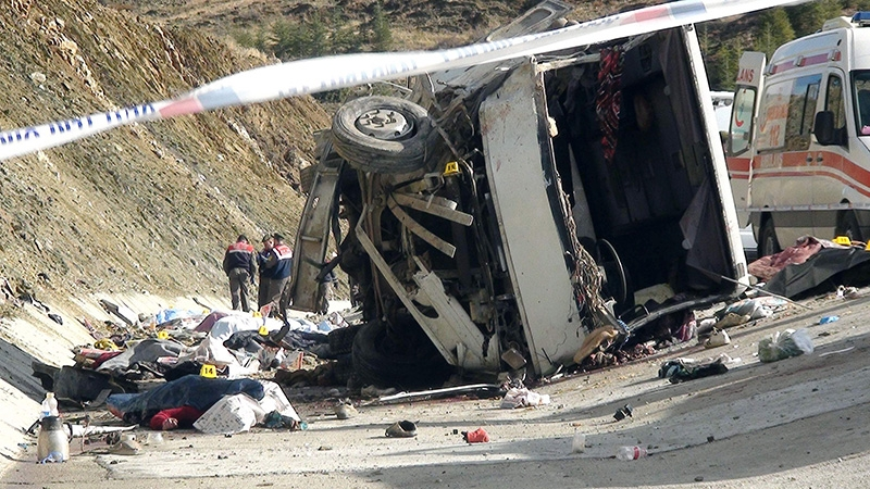 Feci kazada 16 ölü 9