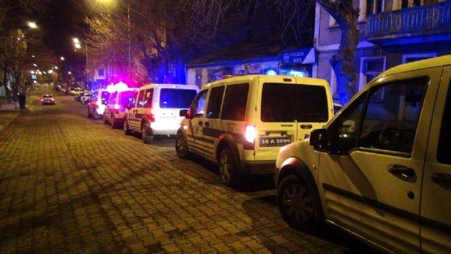 Kars'da ihbar yağdı, polis gece boyu baskın yaptı 12