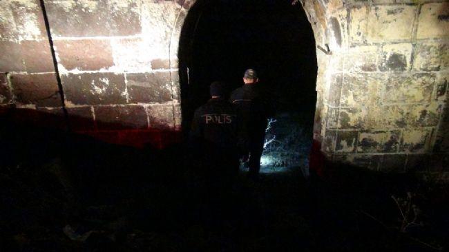 Kars'da ihbar yağdı, polis gece boyu baskın yaptı 13