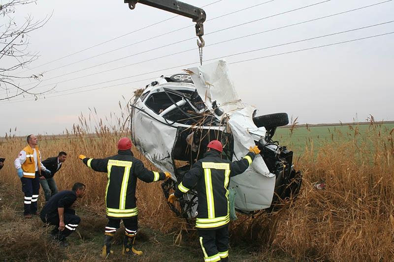Sulama kanalına devrilen otomobilin sürücüsü öldü 2