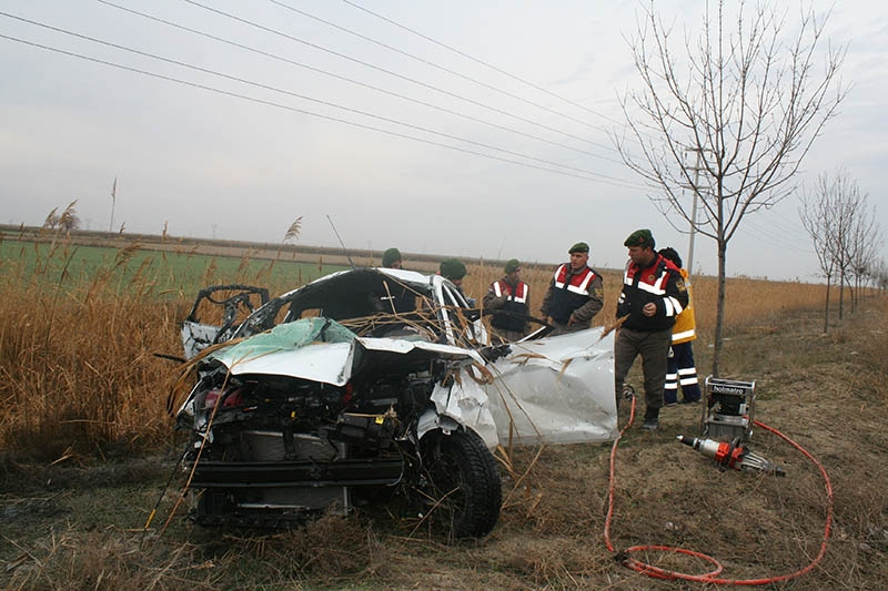 Sulama kanalına devrilen otomobilin sürücüsü öldü 3