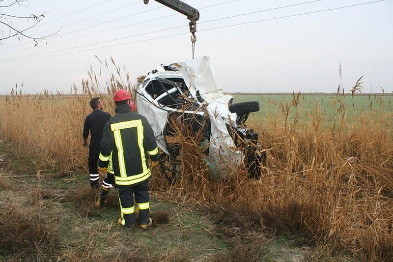 Sulama kanalına devrilen otomobilin sürücüsü öldü 4