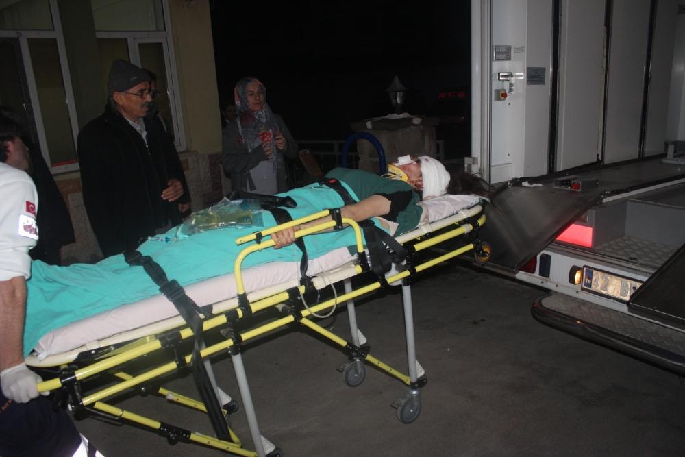 Konya'da tırla otomobil çarpıştı: 6 yaralı 7