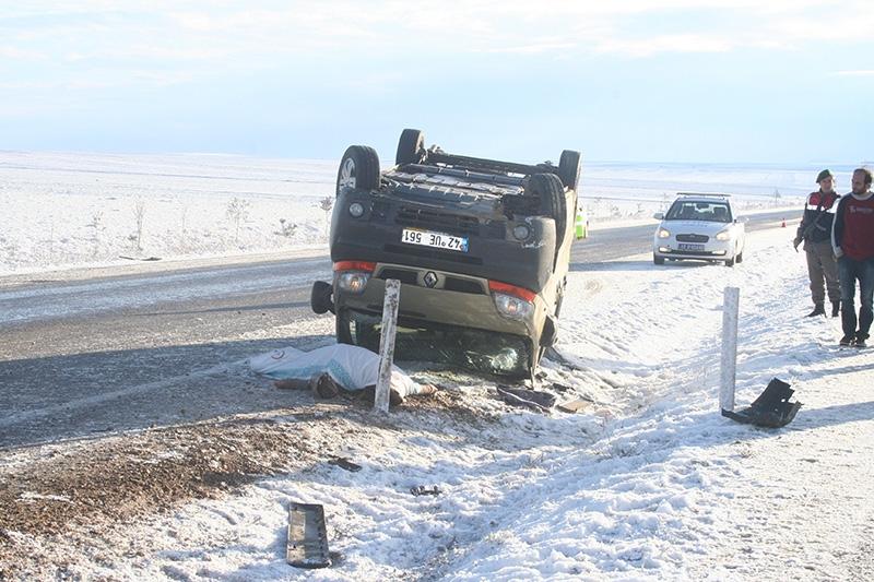 Buzlanma nedeniyle dört araç devrildi: 1 ölü, 8 yaralı 1