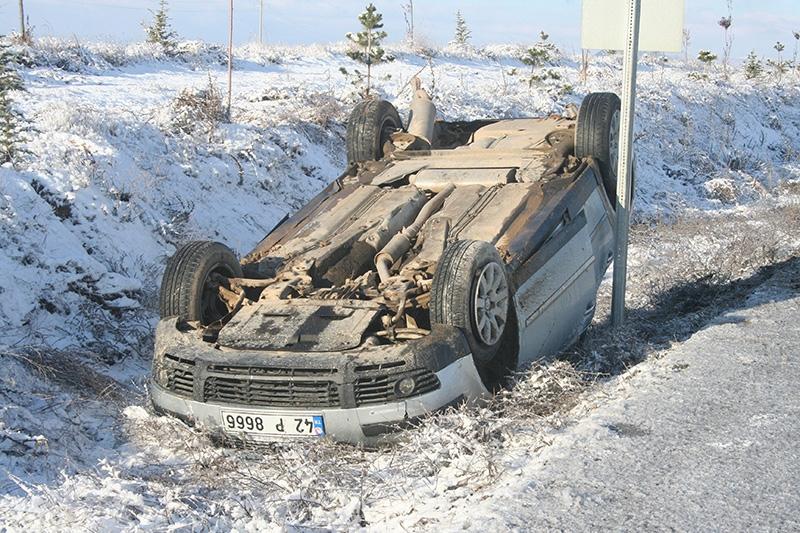 Buzlanma nedeniyle dört araç devrildi: 1 ölü, 8 yaralı 2
