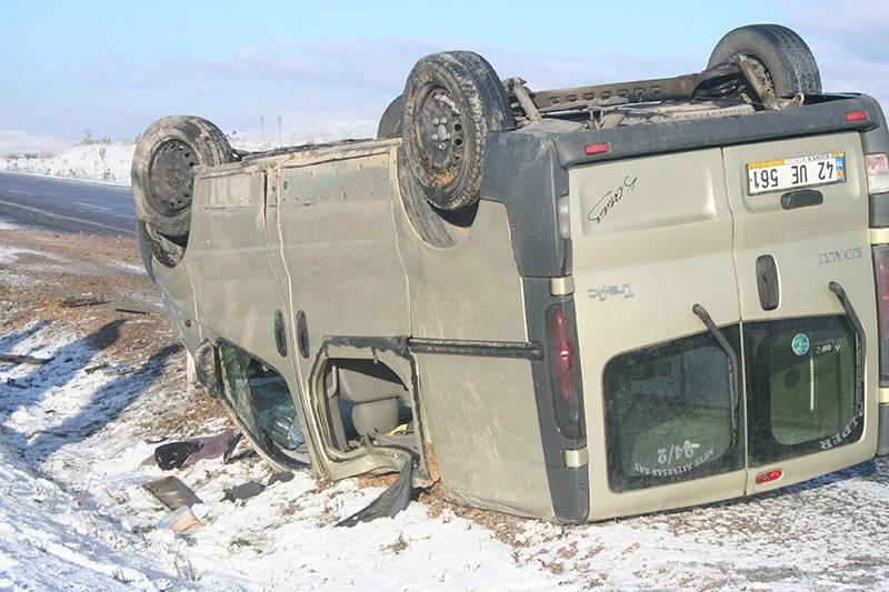 Buzlanma nedeniyle dört araç devrildi: 1 ölü, 8 yaralı 5