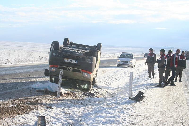 Buzlanma nedeniyle dört araç devrildi: 1 ölü, 8 yaralı 6