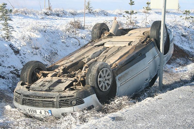 Buzlanma nedeniyle dört araç devrildi: 1 ölü, 8 yaralı 7