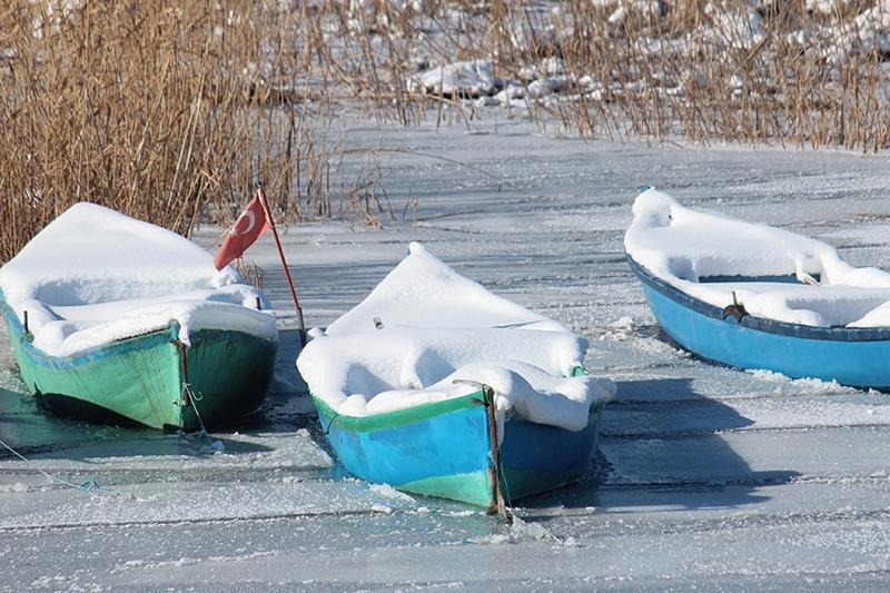 Beyşehir Gölü kıyıları buz tuttu 1