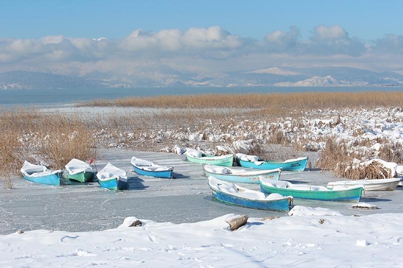 Beyşehir Gölü kıyıları buz tuttu 3