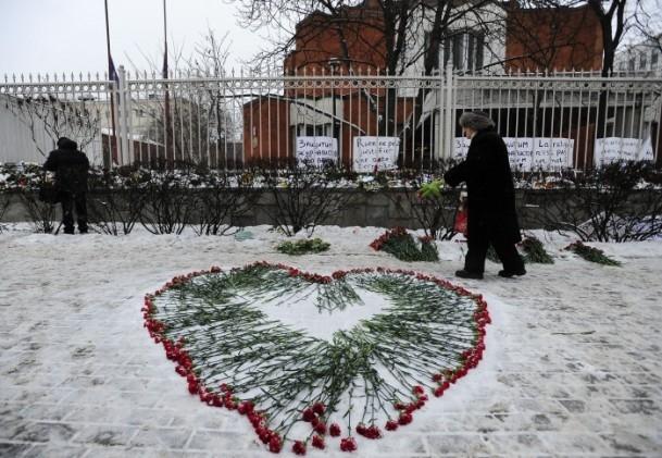 Paris'teki saldırı hayatını kaybedenler anıldı 12