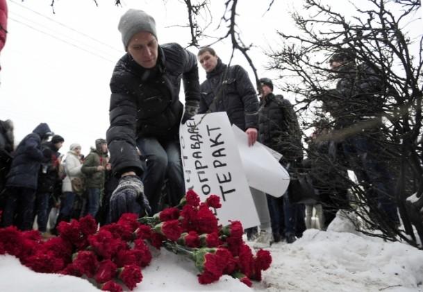 Paris'teki saldırı hayatını kaybedenler anıldı 15