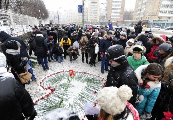 Paris'teki saldırı hayatını kaybedenler anıldı 2