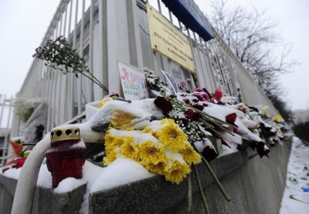 Paris'teki saldırı hayatını kaybedenler anıldı 6