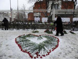 Paris'teki saldırı hayatını kaybedenler anıldı
