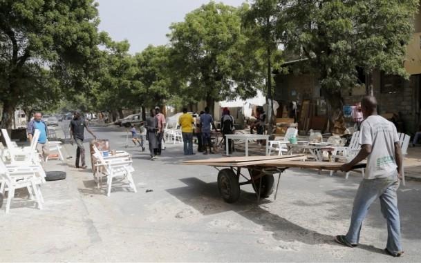 Dakar'ın sokak mobilyacıları 10