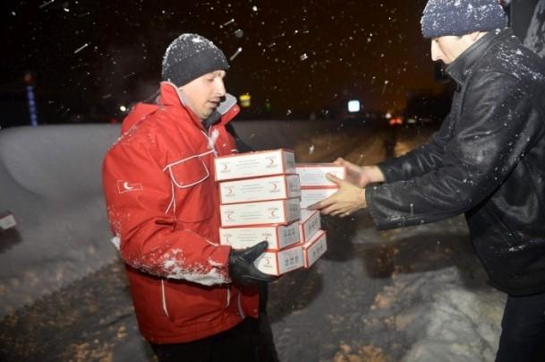 Yolda mahsur kalanların yardımına AFAD ve Türk Kızılayı koştu 14
