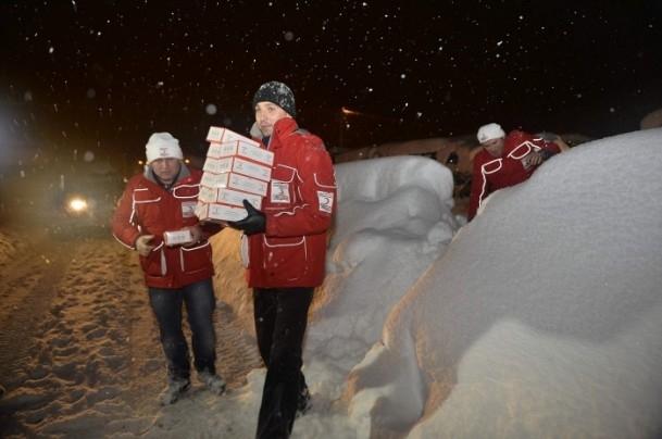 Yolda mahsur kalanların yardımına AFAD ve Türk Kızılayı koştu 6