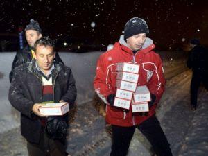 Yolda mahsur kalanların yardımına AFAD ve Türk Kızılayı koştu