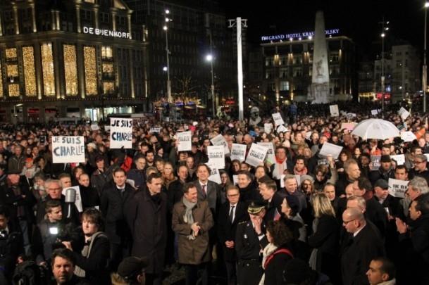 Paris'teki saldırıya tepkiler sürüyor 9