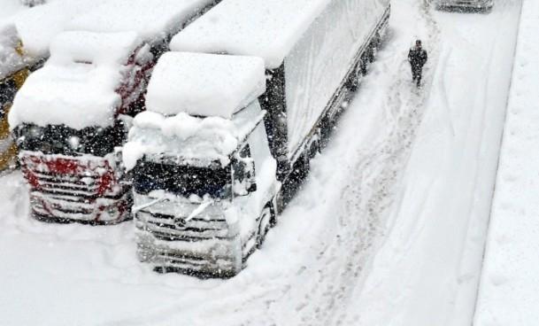 Bolu Dağı'nda kar yağışı nedeniyle mahsur kaldılar 11
