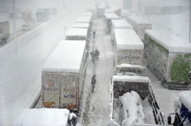 Bolu Dağı'nda kar yağışı nedeniyle mahsur kaldılar 4