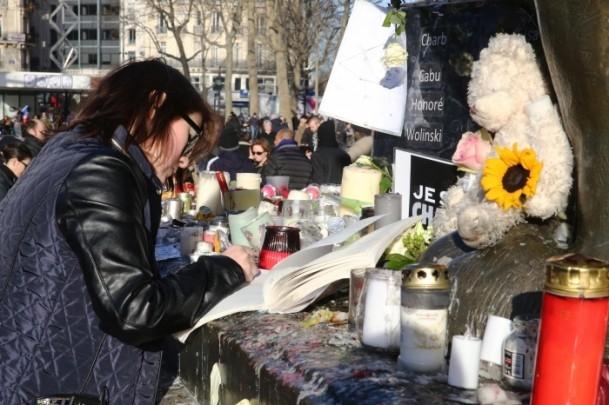 Paris'te Cumhuriyet Yürüyüşü 10