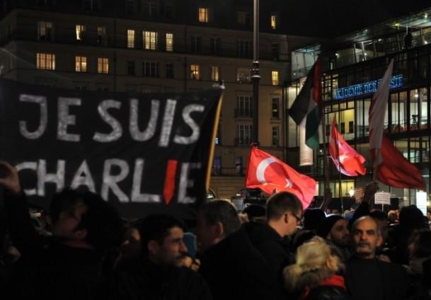 Almanya'daki Müslümanlar saldırıyı kınadı 8