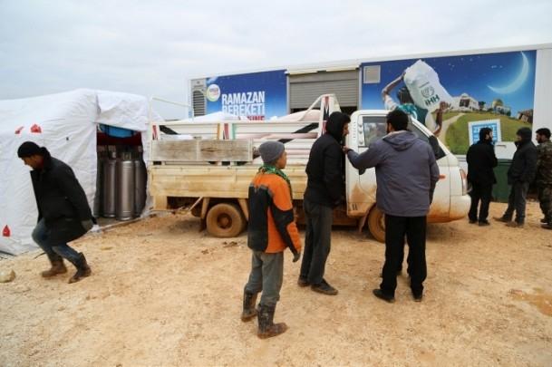 Suriye kamplarında sıcak yemek sevinci 1