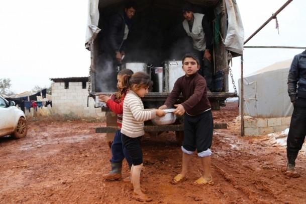 Suriye kamplarında sıcak yemek sevinci 10