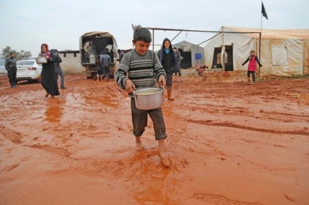 Suriye kamplarında sıcak yemek sevinci 11