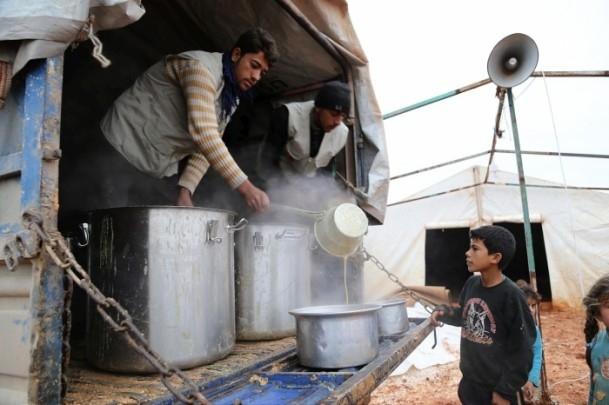 Suriye kamplarında sıcak yemek sevinci 12