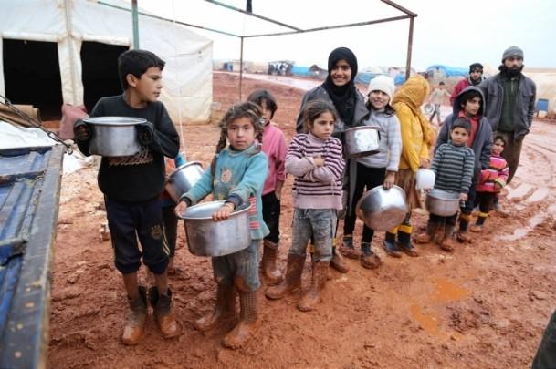 Suriye kamplarında sıcak yemek sevinci 2